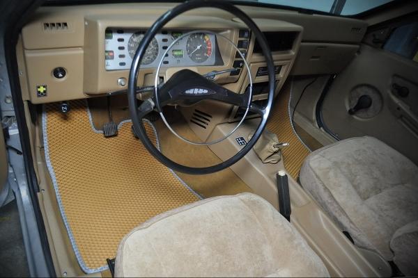 Изготовили коврики для редкого ретро-автомобиля
